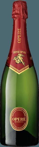 De Opere Trevigiane Spumante Metodo Classico Riserva Brut van het wijnhuis Villa Sandi maakt indruk met zijn prachtige evenwicht en complexe aroma's, die worden gedragen door een zeer filigraan, elegant perlage. In het glas glinstert de Riserva Brut Opere Trevigiane goudgeel, de perlage is zeer fijn en gelijkmatig. In de neus ontvouwt zich een heerlijk bouquet met aangename geuren van verse broodkorst, rijp fruit en vanille, met op de achtergrond delicate hints van mediterrane kruiden en specerijen. In de mond is deze Risreva Brut zacht en evenwichtig, en de lange afdronk roept intense herinneringen op aan gedroogd fruit en subtiele geroosterde noten. Vinificatie van de Opere Riserva Brut van Villa Sandi Deze elegante Italiaanse mousserende wijn uit Veneto is gemaakt van 60% Pinot Noir en 40% Chardonnay van geselecteerde wijngaarden in de regio. Voor de Riserva Brut rijpt de wijn 60 maanden op fles - 5 jaar - volgens de Metodo Classico Italiano. Daarna wordt de wijn gedegorgeerd om de oude gisten te verwijderen, bijgevuld met wat spumante, de zogenaamde dosage, en afgesloten met champagnekurken. Food pairing voor de Opere Riserva Brut van Opere Trevigiane Een heerlijke karaktervolle spumante die een absoluut genot is wanneer hij solo wordt gedronken. Onderscheidingen voor de Opere Riserva Brut Gambero Rosso 2011 - 2 glazen Duemila Vini 2012 - 3 druiven Vinitaly 2009 Concorso Enologico - Gouden Medaille