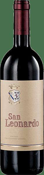 Deze cuvée van 60% Cabernet Sauvignon, 30% Carmenère, 10% Merlotdoet denken aan een grote Bordeaux. Het wordt beschouwd als het vlaggenschip van Tenuta San Leonardo. De San Leonardo IGT Trentino van Tenuta San Leonardo openbaart zich met een opmerkelijke intensiteit in de neus. Er zijn licht gepeperde noten te bespeuren, evenals toetsen van wilde bessen en vanille. Rijping in barriques gedurende 18-24 maanden, deze wijn heeft een volle, warme en indrukwekkend ronde smaak. Food Pairing / Voedingsadvies voor de San Leonardo IGT Trentino van Tenuta San Leonardo Heerlijk bij gevogelte, gestoofd wild en oude kazen. Prijzen van de San Leonardo IGT Trentino van Tenuta San Leonardo Doctor Wine: 97 punten (oogstjaar 10), 94 punten (oogstjaar 08)Bibenda: 12 x 5 druiven (oogstjaren 2010 - 1995), 4 druiven (oogstjaren 08)Gambero Rosso: 17 x 3 glazen (jaargangen 2010 tot 1988)Decanter: 93 pts (vint. 10)I Vini di Veronelli: 94 punten (oogstjaren 10 en 08)Parker punten - Wine Advocate: 92 pts (vint. 08)