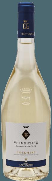 De Vermentino uit Bolgheri van het Antinori wijnhuis Tenuta Guado al Tasso presenteert zich met een heldere strogele kleur en groenige reflecties in het glas.In de neus intense en knisperende aroma's die doen denken aan citrusfruit, gekonfijt fruit en passievrucht. In de mond is de Vermentino van Guado al Tasso droog, fijn, de aangename zuurgraad en mineraliteit zorgen voor frisheid, evenwicht en volheid van smaak, de afdronk is lang en aanhoudend. Vinificatie van de Guado al Tasso Vermentino Bolgheri De vermentino van Guado al Tasso wordt gemaakt van de gelijknamige autochtone druivensoort. De druiven worden bij zonsopgang geoogst van de verschillende percelen, afhankelijk van hun rijpheid, en onmiddellijk naar de wijnmakerij gebracht, waar ze voorzichtig worden ontsteeld en geperst. De most wordt gefermenteerd in roestvrijstalen tanks bij een gecontroleerde temperatuur en de wijn wordt op de fijne droesem gelaten tot het bottelen. Het bottelen vindt plaats in januari na de druivenoogst. Spijsaanbeveling voor de Vermentino Bolgheri DOC van Guado al Tasso Deze Vermentino van de mediterrane kust van Toscane is een heerlijke begeleider van pasta met zeevruchten.
