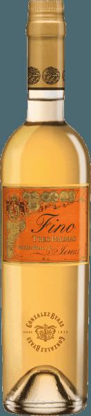 De Palomino Fino druiven voor de rasechte, volle en soepeleTres Palmas van Gonzalez Byass groeien in het Spaanse wijnbouwgebied DO Jerez. In het glas heeft deze wijn een donkergouden kleur met groen-gouden accenten. Zeer intens en met een krachtig bouquet verovert deze sherry de neus - hij onthult klassieke kruidige aroma's van veel noten, verse broodkorst en hints van gedroogde kruiden. Ook in de mond overtuigt deze sherry met kracht en een droge, dichte en harmonieuze body. Door de rijping op vat krijgt de Byass Tres Palmas een aanwezige volheid en zachtheid. De aangenaam lange afdronk wordt begeleid door nootachtige nuances. Vinificatie van deGonzalez Byass Tres Palmas Fino In september worden de Palomino Fino druiven zorgvuldig geoogst, onmiddellijk naar de wijnmakerij van Gonzalez Byass gebracht en voorzichtig geperst. Vergist bij lage temperaturen, wordt deze sherry vervolgens versterkt tot 15,5% volume en geplaatst inTio-Pepe-Solera. Deze sherry rijpt 10 jaar in houten vaten van Amerikaans eikenhout en wordt na deze rijpingstijd ongefilterd en onversierd met de hand op de fles afgevuld. Spijs aanbeveling voor de Tres Palmas Byass Fino In een klein wijnglas kan deze sherry zijn verscheidenheid aan aroma's het best onthullen. Geniet van deze wijn met plezier solo of serveer hem bij sterke wildgerechten of geroosterde tonijn. Onderscheidingen voor de Fino Tres Palmas Gonzalez Byass Robert M. Parker - Wine Advocate: 93 punten Wine Spectator: 92 punten (toegekend december 2017)