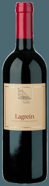 De Lagrein Alto Adige DOC van Cantina Terlan presenteert zich in het glas in een donker granaatrood en begesitert met zijn intense fruitaroma's met tonen van zure kersen en gedroogde cranberry's. Dit bouquet wordt onderstreept door fijne nuances van lila, gekookt laurierblad en chocolade. Deze harmonieuze rode wijn uit Zuid-Tirol streelt het gehemelte met zijn fijne textuur en filigrane tannines. Een volle wijn die verleidt met zijn sappigheid en fluweelzachte indruk. Vinificatie voor de Lagrein Alto Adige DOC van Cantina Terlan De met de hand geplukte druiven worden ontsteeld en vervolgens op de schillen gefermenteerd bij een gecontroleerde temperatuur. Dit gebeurt langzaam en onder zachte roeren van de most in roestvrijstalen tanks. De malolactische gisting en de rijping vinden plaats in grote houten vaten. Spijsaanbeveling voor de Cantina Terlan Lagrein Alto Adige DOC Geniet van deze droge rode wijn bij rundvlees roulades, gestoofde hertenbiefstuk, harde kazen of oude Parmezaanse kaas. Prijzen voor de Lagrein van Cantina Terlan James Suckling: 91 punten voor 2016; 92 punten voor 2015 Vini Buoni d'Italia: 4 sterren voor 2013