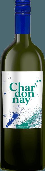 De Dolce Vita Chardonnay uit de wijnstreek Veneto biedt zich in het glas aan in briljant glinsterend goudgeel. In de neus expressieve aroma's van ananas, peer, stervrucht en papaja, afgerond met verdere fruitige nuances. In de mond wordt deze lichtvoetige witte wijn gekenmerkt door een enorm smeltende textuur. De finale van deze Italiaanse witte wijn uit de wijnstreek Veneto boeit uiteindelijk met een goede nagalm. Vinificatie van de Bosco del Merlo Dolce Vita Chardonnay De elegante Dolce Vita Chardonnay uit Italië is een single-varietal wijn gemaakt van het druivenras Chardonnay. Na de druivenoogst worden de druiven snel naar de wijnmakerij gebracht. Hier worden ze gesorteerd en zorgvuldig uit elkaar gehaald. De gisting volgt in roestvrijstalen tanks bij gecontroleerde temperaturen. Spijs aanbeveling voor de Bosco del Merlo Dolce Vita Chardonnay Drink deze witte wijn uit Italië het best gekoeld op 8 - 10°C als begeleidende wijn bij spinazie gratin met amandelen, kabeljauw met komkommer-mosterd groenten of pompoen casserole.