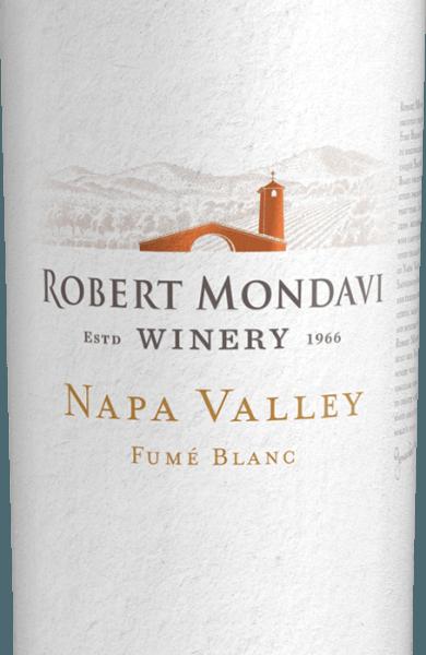 De Napa Valley Fumé Blanc van Robert Mondavi uit het zonnige Californië is een heerlijke, soepele witte wijn, gemaakt van de druivensoorten Sauvignon Blanc (96%) en Semillon (4%). De heldere strogele kleur van deze wijn isgestreept met gouden highlights. Het elegante bouquet ontvouwt levendige aroma's van limoenschil, vers citroengras, gevolgd door jasmijn en oranjebloesem, zongerijpte citrusvruchten (citroen, limoen) en subtiele tonen van zomerbloemenweide. Een levendig verfrissende, aromatisch geconcentreerde, expressieve, volle en toch ronde, soepele sensatie vult het gehemelte. Een lange, aanhoudende afdronk besluit deze Amerikaanse witte wijn. Vinificatie van de Mondavi Fumé Blanc Nadat de druiven zijn geoogst, worden ze onmiddellijk naar Robert Mondavi's wijnmakerij gebracht waar ze in hun geheel worden geperst. De most wordt gesplitst vóór de gisting: een derde gist in roestvrijstalen tanks - twee derde gist in barriques van Frans eikenhout.Dit geeft het zijn romige structuur en de aroma's zijn prachtig geïntegreerd. Na de gisting rijpt deze witte wijn gedurende 4 maanden in Franse eiken vaten op de fijne droesem. De fijne gistopslag wordt regelmatig omgeroerd (Bâtonnage). Aanbevolen voedsel voor deNapa Valley Fumé Blanc Robert Mondavi Serveer deze droge witte wijn uit de VS goed gekoeld als een elegant aperitief. Of serveer deze wijn bij gerookte zalm met citroenboter, verse pasta met zeevruchten of zelfs geitenkaas.