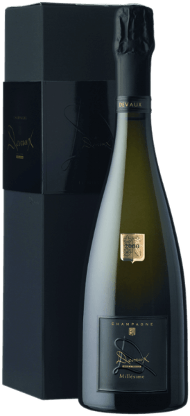 This golden champagne smells elegant of white peach, plum, citrus and hazelnut notes. A refreshing mousse, followed by a beautiful minerality with fresh almond flavors can be perceived on the palate.