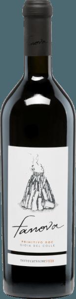De druiven voor de rassige, volle Fanova Primitivo van Terrecarsiche1939 groeien in de DOC-gemeente Gioia del Colle in de Italiaanse wijnstreek Apulië. In het glas glinstert deze wijn in een rijk robijnrood met diepdonkere highlights. Het expressieve bouquet biedt veelzijdige aroma's van sappige kersen en veel rode bessen (framboos, rode bes en wilde aardbei). De aroma's van de neus worden ook weerspiegeld in de mond en gaan vergezeld van een fijne kruidigheid. De body van deze Italiaanse rode wijn is heerlijk vol en harmonieus. De galm is lang aanwezig. Aanbevolen voedsel voor deTerrecarsiche1939FanovaPrimitivo Geniet met plezier van deze droge rode wijn in een groot rood wijnglas, gewoon alleen. Maar ook bij runderfilet op aardappelpuree of geselecteerde worst- en kaasspecialiteiten past deze wijn uitstekend.