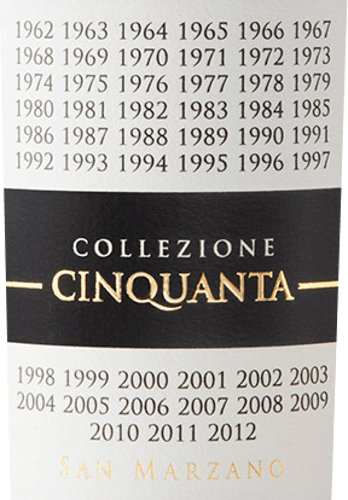 De Collezione Cinquanta Vino Rosso d'Italia van Cantine San Marzano in Apulië is een eerbetoon aan de visie en passie van de wijnbouwers die meer dan 50 jaar geleden de bekroonde wijnbouwerscoöperatie oprichtten om de uitstekende autochtone druivenrassen van de regio te promoten en er expressieve en duurzame wijnen van te maken. De Collezione Cinquanta van Cantine San Marzano schittert robijnrood in het glas met paarse reflecties. Het bouquet is intens en complex, met fruitige geuren van pruimen en jam, en kruidige aroma's van vanille en zoethout. In de mond is deze krachtige rode wijn vol van smaak, met een geweldige structuur en ongelooflijk zacht. Lange en aanhoudende afdronk. Vinificatie van de San Marzano Collezione Cinquanta Vino Rosso d'Italia Typische, autochtone druivensoorten uit de wijnstreek Salento in Apulië worden samengeperst voor deze indrukwekkende Zuid-Italiaanse rode wijn. De wijnstokken zijn zonder uitzondering minstens 50 jaar oud, groeien op skeletrijke, niet erg diepe, middelzware kleigrond met mergel, in de zomer met soms vrij warme klimatologische perioden met veel vochtverlies, op ongeveer 100 m boven de zeespiegel. De druiven worden met de hand geoogst in september, wanneer ze al een lichte overrijpheid hebben bereikt. Na de ontstemming en de koude maceratie vóór de gisting, volgt de alcoholische gisting en wordt de wijn voorzichtig geperst en gelost. De malolactische gisting en de daaropvolgende rijping over een periode van ongeveer 12 maanden vinden plaats in barriques van Frans eikenhout van hoge kwaliteit. Deze rode wijn wordt gekenmerkt door het feit dat hij zijn organoleptische kenmerken, bouquet en smaak gedurende 7 jaar ongewijzigd kan behouden. Spijsaanbeveling voor de Collezione Cinquanta San Marzano Vino Rosso d'Italia Geniet van deze voortreffelijke Italiaanse rode wijn uit Cantine San Marzano in Apulië bij roodvleesgerechten, wild, pasta's met smaakvolle sauzen. Of ook als meditatiewijn, aan het eind van een mooie avond, allee