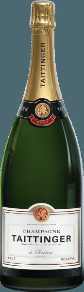 Champagne Taittinger's Brut Réserve is een levendige, harmonieuze mousserende wijn gemaakt van de klassieke Champagne druivensoorten Pinot Noir (40%), Chardonnay (40%) en Pinot Meunier (20%). In het glas schittert deze mousserende wijn in een stralend licht goud en schittertmet een fijne perlage en een delicate en persistente mousseux. Het frisse bouquet wordt gekenmerkt door geurige tonen van rijpe mirabellen, knapperige appels, amandelen en gekonfijte citroenschil. De aroma's in de neus worden onderstreept door fijne minerale hints. In de mond is deze champagne sappig en fris met een heerlijk levendig karakter. Het aromatische fruit biedt een perfect samenspel met de vitale zuurgraad. De zijdezachte afdronk heeft een heerlijk aangename lengte. Vinificatie van de Champagne Taittinger Brut Réserve Magnum Van verschillende plaatsen en wijngaarden in de Champagnestreek komen de druiven voor deze heerlijke mousserende wijn. De oogst gebeurt uitsluitend met de hand en de druiven worden onmiddellijk naar de wijnkelder gebracht. Daar worden de druiven voorzichtig in hun geheel geperst. De mosten worden vervolgens vergist in roestvrijstalen tanks ende jonge wijnen van oorsprong worden gemengd met geselecteerde reservewijnen van vorige wijnjaren om de basiscuvée Réserve te creëren. Voor de tweede gisting, wordt de basiswijn gebotteld met toevoeging van tiragelikeur (gist en suiker) en laat men het rijpen in de Taittinger kelder.Door regelmatig schudden en draaien verzamelt de gist die zich aanvankelijk op de bodem bevond, zich geleidelijk in de hals van de fles. Uiteindelijk wordt deze champagne gedegorgeerd. Dit houdt in dat de gistprop in de hals van de fles wordt bevroren en dat de fles wordt geopend. Het tekort bij het openen wordt aangevuld met een dosering voor de scheepvaart (suiker en wijn). Spijsadvies voor de Magnum Taittinger Champagner Brut Réserve Deze mousserende wijn uit Frankrijk is een zeer fijn aperitief voor elke maaltijd en ook bij alle feestelijke geleg