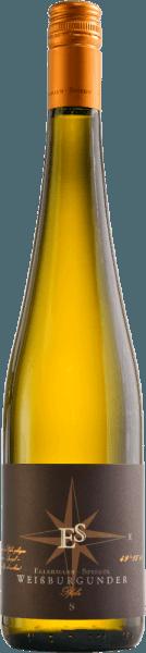 De Pinot Blanc Goldkapsel van Ellermann-Spiegel is een extravagante, evenwichtige top Pinot Blanc gevinifieerd met veel flair. De delicate gele wijn bekoort de neus met fascinerende nuances van rijpe gele kruisbessen, sappige grapefruit en kruidige kruiden zoals citroenmelisse en wat dragon. In de mond betovert de Pinot Blanc Goldkapsel trocken met een krachtige, geconcentreerde smaak, immens bezielend, heerlijk romig en fluweelachtig, maar toch ook enigszins speels elegant en filigraan. Deze snelle Pinot Blanc Goldkapsel van Ellermann-Spiegel blijft zeer lang op de tong hangen en men neemt graag een tweede en derde slok. Vinificatie van de Pinot Blanc Goldkapsel van Ellermann-Spiegel De druiven voor deze briljante witte wijn uit de Pfalz zijn afkomstig van bijzonder oude wijnstokken met minimale opbrengsten, hij rijpt in barrique, wat zorgt voor een hoge concentratie van aroma's. Spijsadvies voor de Ellermann-Spiegel Pinot Blanc Goldkapsel Deze elegante Pfalz Pinot Blanc Goldkapsel dry van Ellermann-Spiegel is een plezier om solo te drinken dankzij zijn aromadichtheid en evenwicht, maar hij past ook uitstekend bij smaakintensieve visgerechten of gegrild wit vlees met en zonder sauzen.