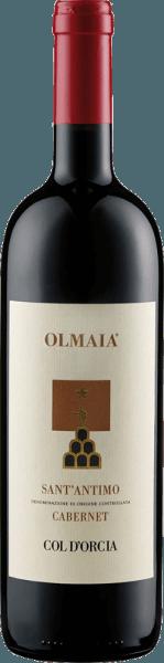 De Sant'Antimo Olmaia uit Col d'Orcia presenteert zich in het glas in een intense robijnrode kleur en ontvouwt zijn druivensoort-typische bouquet met de aroma's van wilde bessen, pruimen en cassis. Deze noten worden afgerond door de kruidige aroma's van specerijen en eikenhout. Deze rode wijn uit Toscane is vlezig in de mond met een geweldige structuur. De tannines zijn zacht en harmoniëren perfect met de klassieke eikentonen. De afdronk is lang en kruidig. Vinificatie van de Sant'Antimo Olmaia uit Col d'Orcia De wijnstokken voor deze Cabernet Sauvignon van één enkel ras groeien in wijngaarden in Olmaia, Montalcino. Na de handmatige oogst werden de druiven opnieuw geselecteerd voor de gisting. De gisting en maceratie vonden plaats over een periode van 20 dagen in roestvrijstalen tanks, gevolgd door malolactische gisting. De Sant'Antimo Olmaia rijpte 18 maanden in Franse en Amerikaanse eiken vaten en nog eens 8 maanden in de fles. Aanbevolen voedsel voor de Sant'Antimo Olmaia van Col d'Orcia Geniet van deze droge rode wijn bij gegrild rood vlees, ossenhaas, wild of oude kazen. Onderscheidingen voor de Sant'Antimo Olmaia uit Col d'Orcia Gambero Rosso: 2 glazen (oogstjaar 2012) Decanter: Zilver (jaargang 2012) Wine Spectator: 92 punten (jaargang 2012)