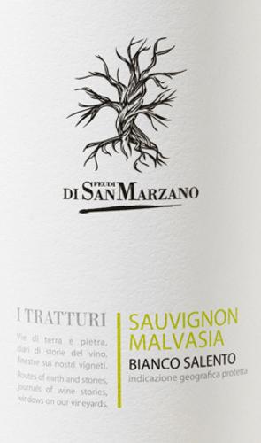 Een heldere, jeugdige witte wijn is de I Tratturi Bianco van Cantine San Marzano. Een fris zuurtje wordt gevolgd door een verkwikkend fruit. Een wijn voor uren vol joie de vivre. Strogeel en helder met groenige accenten verschijnt deze wijn in het glas. Jeugdig fris presenteert de I Tratturi Bianco zich in de neus. Het geurig-frisse bouquet doet denken aan appels en witte bloemen. Het gehemelte geniet van een fruitig aroma van passievrucht, mandarijn en vooral perzik. De pikante zuurgraad geeft deze Italiaanse witte wijn een mooie structuur. Deze cuvée heeft een medium body, is droog maar fruitig en sluit af met een aangenaam lange afdronk. Vinificatie van de Cantine San Marzano I Tratturi Bianco De I Tratturi Bianco Salento is een cuvée van Sauvignon Blanc en autochtone Malvasia Bianca druiven. De druiven worden vrij vroeg geoogst. Na de persing wordt de most onder strenge temperatuurcontrole vergist in stalen tanks, waarna deze witte wijn daar blijft om te rijpen. Spijs aanbeveling voor de Bianco San Marzano I Tratturi Bij een temperatuur van 8-10°C geniet u van deze droge witte wijn uit Italië bij lichte voorgerechten - zoals gegrilde groenten - met pasta, visgerechten, maar ook verse geitenkaas en kwarkachtige desserts.