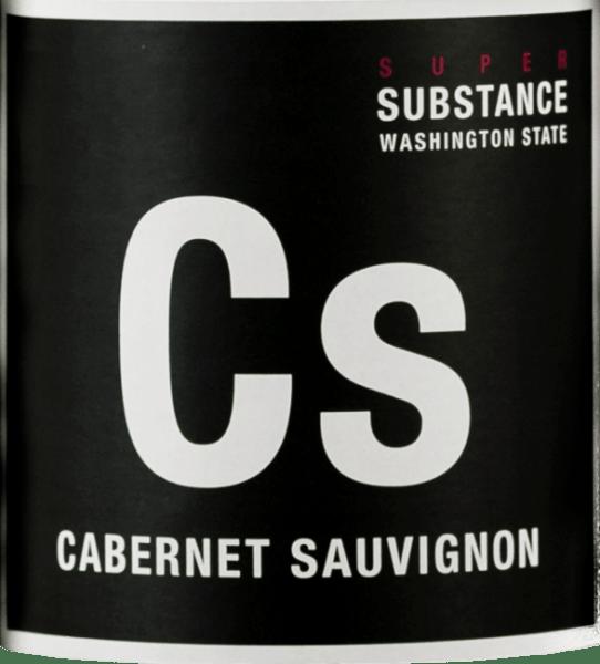 DeSuper SubstanceCabernet Sauvignon Stoneridge van Wines of Substance is een uitstekende, single varietal rode wijn uit Wahlhuke Slope. In het glas straalt deze wijn een rijk robijnrood met paarse accenten. Het intense bouquet onthult tonen die typisch zijn voor deze druivensoort - beginnend met zowel rode als zwarte bessen, over wilde pruimen tot verse tuinkruiden en fijne minerale nuances. Het gehemelte wordt ook verwend door de aroma's van de neus. De textuur is onvergetelijk fluweelachtig en wordt begeleid door ronde tannines. Een perfect gestructureerde, geconcentreerde rode wijn die overtuigt door evenwicht en concentratie. Vinificatie voor deWijnen van Super SubstanceCabernet Sauvignon Stoneridge De Cabernet Sauvignon druiven voor deze rode wijn zijn afkomstig van de Stoneridge wijngaarden. Deze bevindt zich ten noordoosten van de Wahluke Slope-site in Columbia Valley. De wijngaard is genoemd naar de verschillende bodemsoorten -Malaga, silt, klei, basalt en caliche. De oogst en ook de selectie worden met de grootste zorg gedaan. De most wordt vervolgens gefermenteerd in roestvrijstalen tanks. Voor de expressieve aroma's, intense kleur en de ronde tannines zorgt de houten rijping van 22 maanden in Franse barriques. Aanbevolen voedsel voor deSuper SubstanceCabernet Sauvignon Stoneridge van Wines of Substance Deze droge rode wijn uit Washington past perfect bij sauerbraten met aardappelknoedels en rode kool of bij lamsvlees in een jasje van rozemarijn met spekbonen en kroketten. Onderscheidingen voor de Super SubstanceCabernet Sauvignon Stoneridge Stephan Tanzer: 91 punten voor 2013 Wine Enthusiast: 93 punten voor 2013 Wine Spectator: 90 punten voor 2013 Robert M. Parker: 93 punten voor 2013