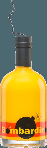 Met deBombardino van Distillerie Trentine kunt u zich op elk feest in figuurlijke zin uitleven - want deze roomlikeur is voorzien van een impliciete lont. In de likeurpot toont deze Bombardino zich in een rijk, dicht geel. In de mond is deze likeur hemels romig en gewoonweg heerlijk. Deze roomlikeur wordt bereid op basis van eierlikeur met rum, melk en andere ingrediënten (zie aanvullende voedselinformatie). Serveertip voor deDistillerie TrentineBombardino Deze roomlikeur uit Italië is veelzijdig - puur, op ijs of als onderdeel van een cocktail. Goed schudden voor gebruik.