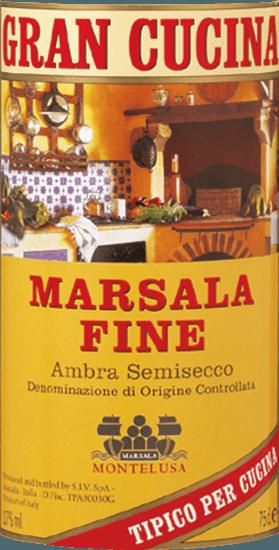 Marsala Fine Gran Cucina Marsala DOC van Baglio Curatolo Arini uit Marsala is een traditionele Siciliaanse likeurwijn, harmonieus zacht van smaak en van een mooie aromatische kruidigheid, een onmisbaar ingrediënt om sommige klassieke gerechten uit de Italiaanse keuken en desserts te verrijken. Productie van Marsala Fine Gran Cucina door Baglio Curatolo Arini Voor de productie van Marsala worden de autochtone Siciliaanse druivenrassen Grillo, Cataratto en Inzolia traditioneel samen gevinifieerd en met alcohol verrijkt. De Marsala Fine moet minstens 1 jaar rijpen in het houten vat. Aanbevelingen voor de Marsala Fine Gran Cucina Wie kent Scaloppine al Marsala, Tagliatelle alla Siciliana of de klassieke Zabaione niet? De bijzondere smaak van deze heerlijke bereidingen is te danken aan de Marsala Fine alleen!