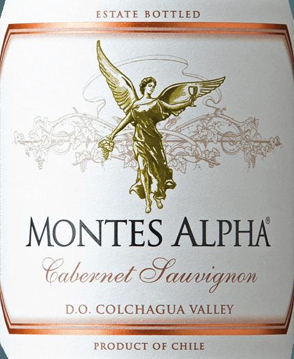 De Montes Alpha Cabernet Sauvignon is een prachtige rode wijncuvée van Cabernet Sauvignon (90%) en Merlot (10%). In het glas is deze Chileense rode wijn verrukkelijk met een krachtige robijnrode kleur.Het elegante, complexe en intense bouquet ontvouwt krachtige aroma's van viooltjes en rood fruit - vooral hartkersen - evenals tonen van braambes, chocolade en zwarte peper met een hint van sigarenkist. De aroma's in de neus worden gecompleteerd door vanille, karamel en koffietonen van de rijping op eikenhout. In de mond overtuigt deze finesse-rijke en uitstekende rode wijn uit Chili met een prachtig evenwicht, een geweldige structuur, een medium body en stevige en ronde tannines. Deze rode wijn sluit af met een lange en aanhoudende afdronk. Vinificatie van de Cabernet Sauvignon Montes Alpha Zowel de Cabernet Sauvignon- als de Merlot-druiven worden met de hand geoogst bij optimale rijpheid. Na volledige ontsteeling worden de druiven afzonderlijk gekneusd en vergist. De alcoholische gisting wordt gevolgd door een lange maceratieperiode. Dit geeft deze rode wijn zijn krachtige aroma's, intense kleur en heerlijke tannines. De rijping van deze rode wijn vindt plaats gedurende 12 maanden in barriques van Frans eikenhout. Pas bij de botteling wordt de Montes Alpha Cabernet Sauvignon harmonieus afgerond met het aandeel van 10 procent Merlot. Spijsadvies voor de Montes Alpha Cabernet Sauvignon Deze droge rode wijn uit Chili is een ideale begeleider van pasta met Bolognesesaus, rood vlees, gebraden kalfskoteletjes met Cabernetsaus, varkensribbetjes, Mongools rundvlees en pure chocolade.