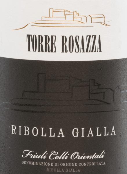 De Ribolla Gialla van Torre Rosazza is een charmante, witte wijn van één soort uit de wijnstreekFriuli-Venezia Giulia. Deze Italiaanse wijn schittert in een helder strogeel in het glas. Het bouquet is heerlijk bloemig met tonen van verse citroenen en sappige honingmeloen. De natuurlijke zuurgraad is perfect geïntegreerd in de body en zorgt voor een heerlijke frisheid en subtiele kruidigheid. De citrussmaken van de neus zijn ook terug te vinden in de mond. De middellange afdronk brengt opnieuw het frisse karakter naar boven. Vinificatie van deTorre Rosazza Ribolla Gialla De Ribolla Gialla druiven voor deze Italiaanse witte wijn worden met de hand geoogst. In de wijnkelder van Torre Rosazza worden de druiven ontsteeld en geperst. De most wordt vervolgens gefermenteerd in roestvrijstalen tanks onder temperatuurcontrole. Na het bottelen rust deze wijn nog enige tijd in de fles. Aanbevolen voedsel voor deRibolla Gialla Torre Rosazza Deze droge witte wijn uit Italië wordt klassiek geserveerd als aperitief. Of u geniet van deze wijn bij Italiaanse pastagerechten en risotto. Prijzen voor deRibolla Gialla Torre Rosazza Decanter World Wine Awards: 97 punten en platina medaille voor 2016