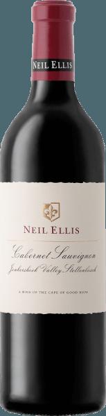 De veelzijdige en eleganteCabernet Sauvignon Jonkershoek Valley van Neil Ellis is een single-varietal rode wijn uit het Zuid-Afrikaanse wijnbouwgebied Stellenbosch. In het glas schittert deze wijn in een rijk kersenrood met paarse accenten. Het veelgelaagde bouquet wordt gedragen door krachtige aroma's van zwarte bessen, bloemige hints van viooltjes, cederhout en een vleugje munt. Dankzij de barrique-rijping voegt zich in de mond een mooie eiken kruidigheid bij de aroma's van de neus. Deze Zuid-Afrikaanse rode wijn kan zijn complexiteit niet verbergen achter zijn jeugdige charme. De fijne tannines zijn zeer goed verweven in de dichte body. Met een aangename, lange afdronk sluit deze rode wijn af. Vinificatie van deNeil Ellis Cabernet Sauvignon Jonkershoek Valley Na de zorgvuldige oogst van de Cabernet Sauvignon druiven in de Jonkershoek Vallei, worden de druiven naar de Neil Ellis wijnmakerij gebracht. Daar wordt het beslag eerst gefermenteerd in roestvrijstalen tanks. Na de gisting rijpt deze rode wijn 20 maanden in barriques van Frans eikenhout - waarvan 75% nieuw hout. Aanbevolen voedsel voor deJonkershoek Valley Neil EllisCabernet Sauvignon Deze droge rode wijn uit Zuid-Afrika is de perfecte begeleider van stevige wildgerechten met veenbessen en gekookte aardappelen, stevig gebraden rundvlees met hartige bijgerechten of gerijpte kazen. Awards voor deCabernet Sauvignon Jonkershoek Valley Neil Ellis Steven Tanzer: 91 punten voor 2012 John Platter: 5 sterren voor 2010 Wine Spectator: 93 punten voor 2010