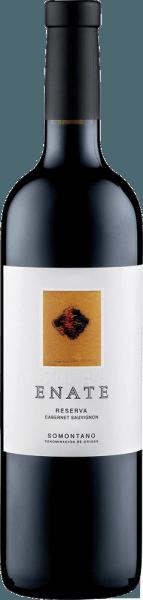 De Cabernet Sauvignon van Enate presenteert in het glas zijn donkere robijnrode kleur en zijn complexe en kruidige bouquet. Op de voorgrond staan de aroma's van wilde bessen en munt, die worden ondersteund door vanille, peper en laurier. Deze Spaanse rode wijn uit Somontano ontwikkelt een fijne structuur in de mond en eindigt in een lange afdronk, die wordt gedragen door geroosterde aroma's en tabak. Spijs aanbeveling voor de Cabernet Sauvignon van Enate Geniet van deze droge rode wijn bij krachtige gerechten met varkensvlees, rundvlees, lamsvlees en wild of bij sterke kazen. Onderscheidingen voor de Cabernet-Sauvignon van Enate Guia Penin: 91 punten (jaargangen 2010, 2008) Guia Penin: 93 punten (oogstjaar 2006) Mundus Vini: Goud (oogstjaar 2006) Het kunstwerk op het etiket van de Enate Cabernet Sauvignon Reserva wijn is van de kunstenaar José Manuel Broto.